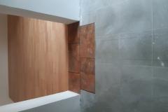VInil-vinilna-talna-obloga-v-videzu-lesa-s-kombinacijo-kamna