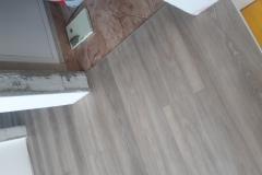 Polaganje-vinilne-talne-obloge-v-stanovanju-vinil-v-prostoru-lesni-dekor-vinil-videz-parketa-vinil